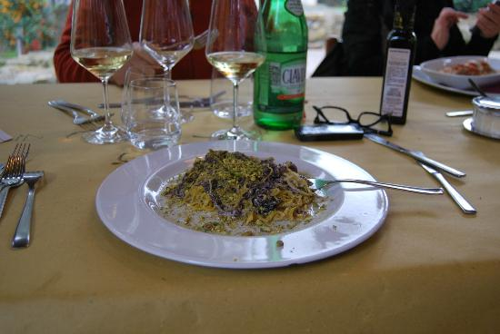 Cerveteri, Italy: tagliolini pistacchi radicchio (e panna!!!!)