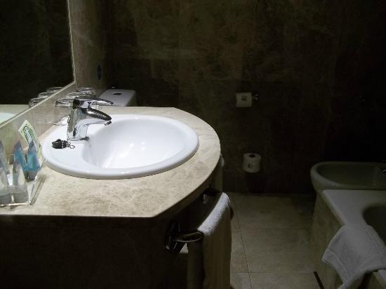Hotel Praga: baño