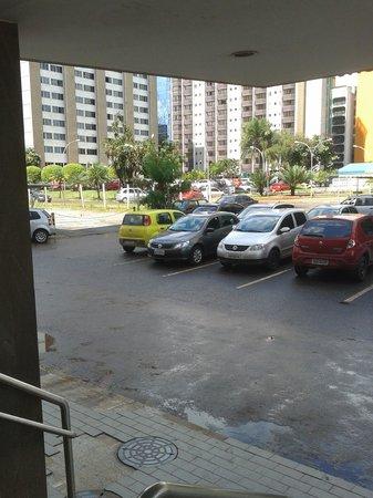 Hotel das Americas: Vista ao carro da entrada principal