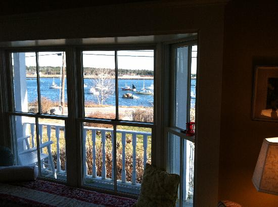 Elsa's Inn On The Harbor : View from the Sitting Room Window