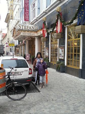 Hotel Stefanie: outside hotel (front)