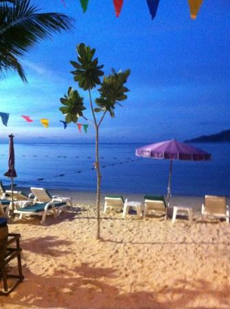 Tri Trang Beach Resort: inget att klaga på! detta är från baren:)