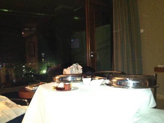 Hotel Miramar Barcelona: Service en chambre