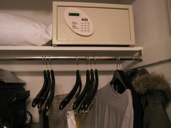 Hotel Viking: In-Room Safe in closet