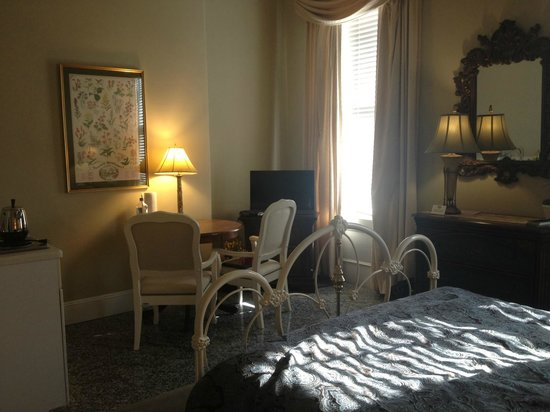 Verona's B&B: full view of room #2