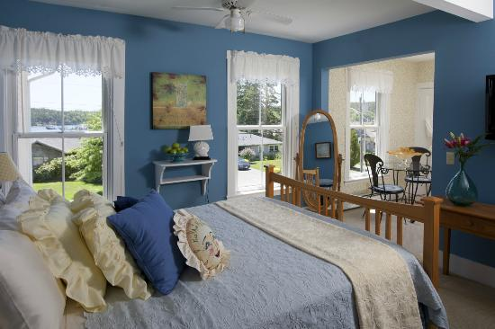 Clark Point Inn: Benjamin Jacob Guestoom- 2nd floor room, ample water view, private bath, A/C, TV & DVD