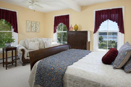 Clark Point Inn: Jordyn Lea Guestroom - 2nd floor room, A/C, private bath, ample water view,private bath,