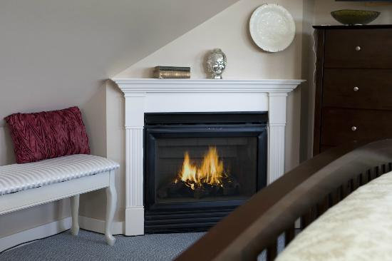 Clark Point Inn: Madison Marie  - 3rd floor suite-style room with gas fireplace & lovely harbor water view