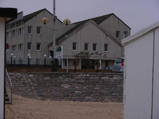 Hotel Residence du Golf : Du Golf - taken from the beach across the road