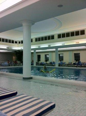 Hotel Terme Due Torri: крытый бассейн