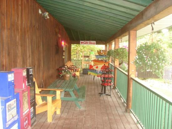 Erika's: Outside Porch Seating
