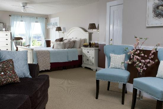 Clark Point Inn: 'Sarah Ashley Guesroom' is our largest room - private bath w/ tub/shower combo