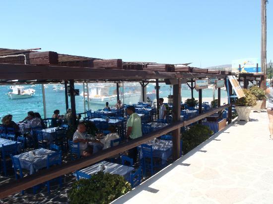 Restaurant Alyki : vue depuis le port ouvert sur la mer