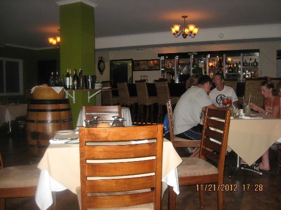 Zuzuroh: Inside restaurant