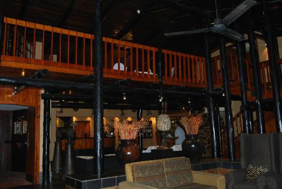 Pine Lake Inn: Hall d'accueil salle a manger