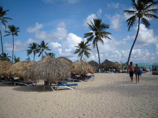 Punta Cana Princess All Suites Resort & Spa: Beach grass umbrellas