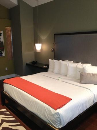 Truman Hotel: king bed