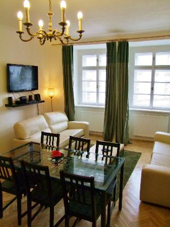 Old Town Square Apartments : 3-bedrooms apartment