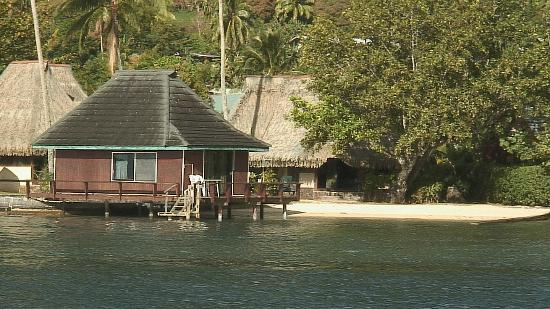 Club Bali Hai Moorea Hotel: View of a couple of the bungalows from a boat in the bay