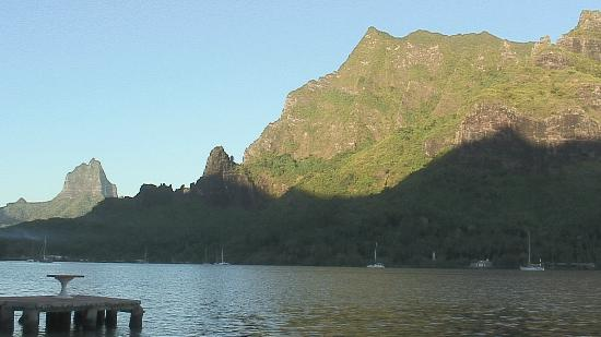 Club Bali Hai Moorea Hotel: A view out mountaintop across the bay