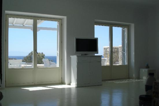 Casa del Mar Mykonos Seaside Resort: Living room
