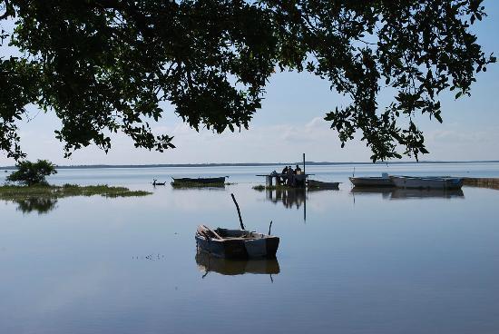 Lago Oviedo (Lake Oviedo): Aguas pacificas