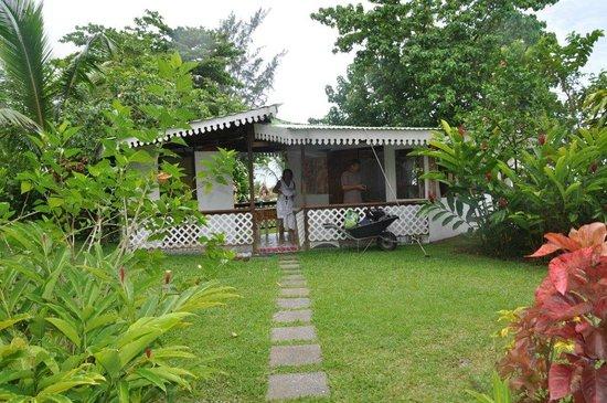 Bonjouir Lodge Paradise Pension: bungalow plage