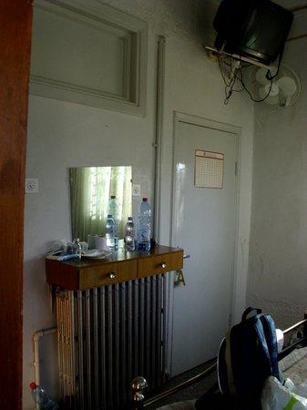 Alcazar Hotel: Кривое зеркало