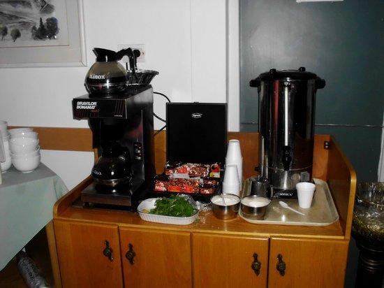 Alcazar Hotel: Кофе и кипяток