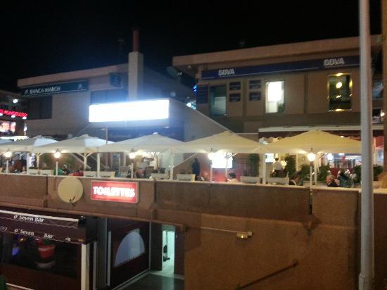 Restaurante Miramar Yumbo : Muchas mesas fuera