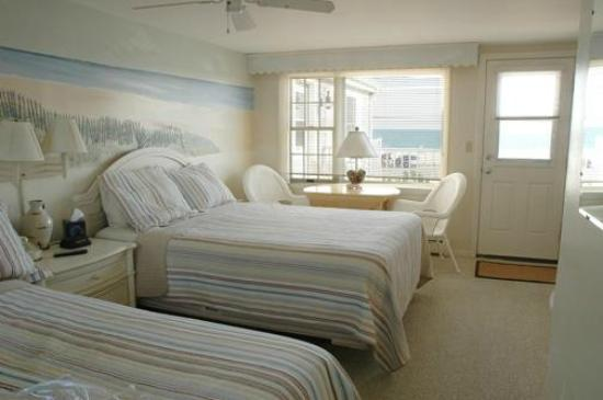 Ocean View Motel: The Bayview Room
