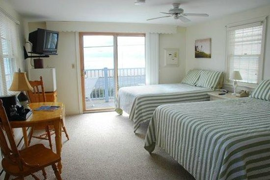 Ocean View Motel: The Martha's Vineyard Room with Private Balcony