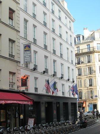 Mercure Paris Notre Dame Saint Germain des Pres: Hotel from outside
