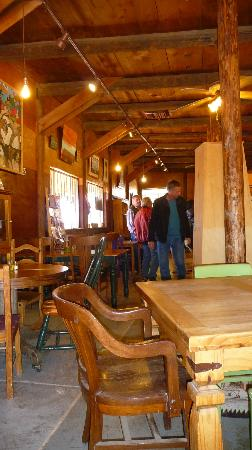 Comb Ridge Eat and Drink: Warm woods and calm atmosphere.