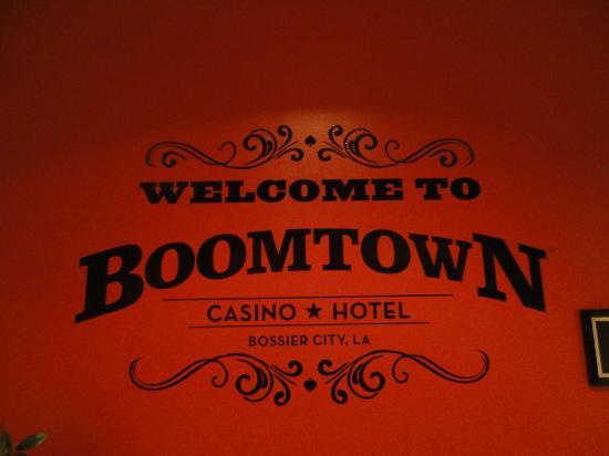 Boomtown Hotel Casino: Wall across from Cattleman's Buffet