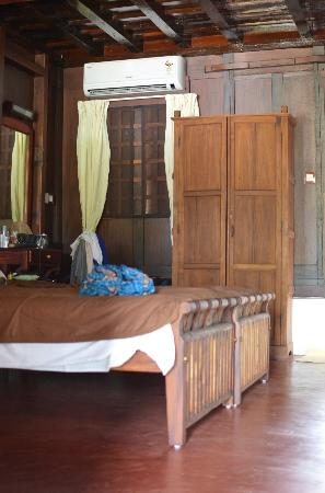 Thevercad Homestay: Beautiful wooden interiors