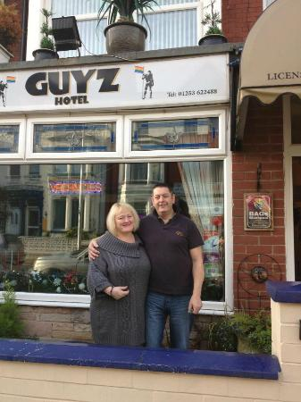 Guyz Hotel: Saying thank you and goodbye to the lovely owner Mark
