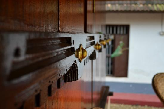 Thevercad Homestay: Beautiful detailing on the original restored doors and woodwork