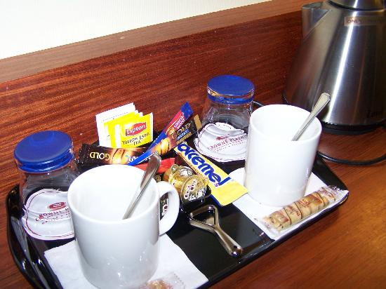 Crowne Plaza Brugge: Coffee-making facilities