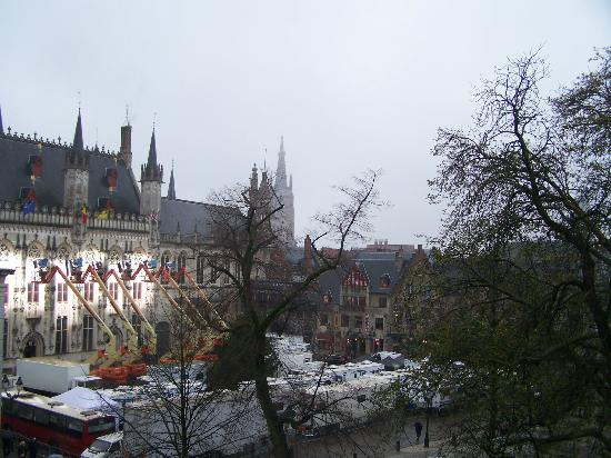 Crowne Plaza Brugge: View over the Town Hall