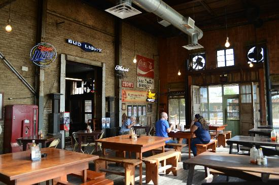 Louie Mueller's Barbecue: Inside Louie Mueller