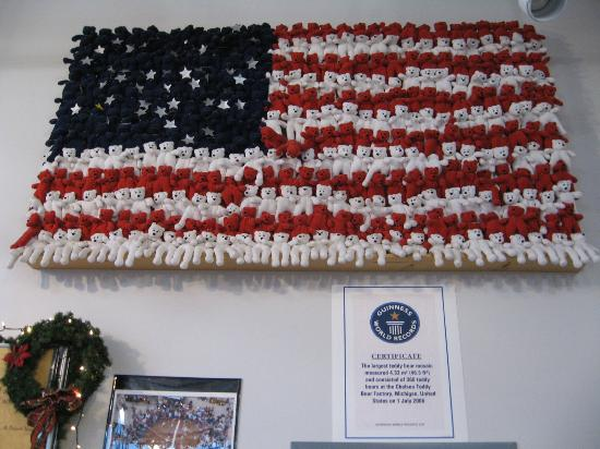 Chelsea Teddy Bear Factory and Toy Museum : Flag made of teddy bears