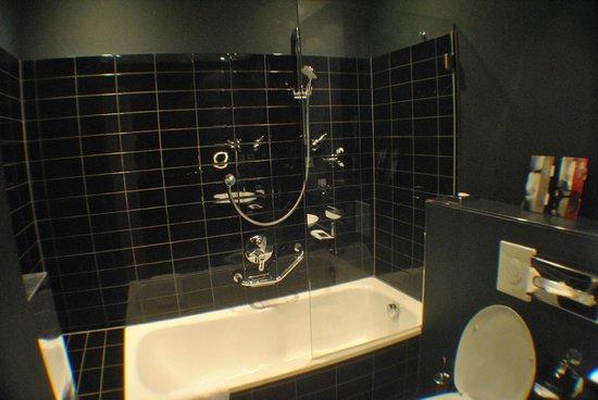 Park Hotel Amsterdam: Banheira no apartamento