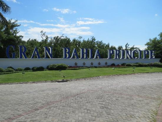 Grand Bahia Principe Coba: Entrance from the highway