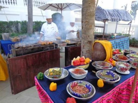 Hotel Riu Palace Las Americas: Riu Palace Las Americas-barbecue on the pool