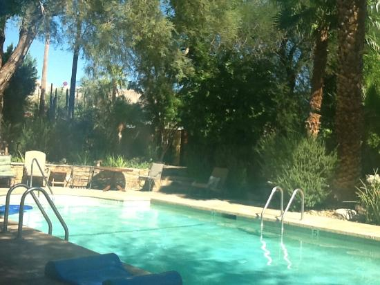 Hacienda Hot Springs Inn: not the best picture of the large pool