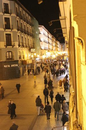 Apartamentos Sabinas Alfonso: Vista a la derecha desde el pequño balcón de la habitación.