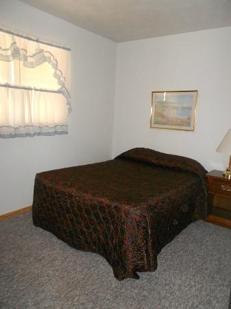 Mystery Mountain Resort: Bedroom