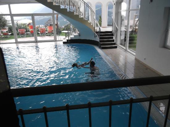 Hotel Gutenberg: piscina interna a fianco anche x bambini ok