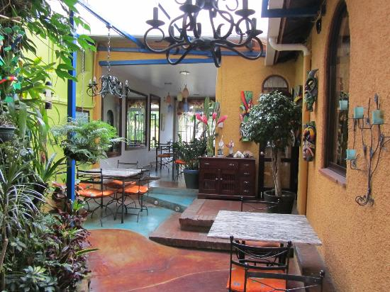 Hotel Casa 69: Breakfast Patio